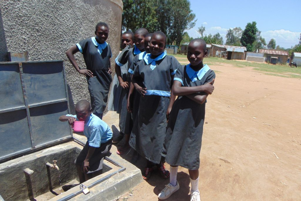 The Water Project : 32-kenya19015-fetching-water