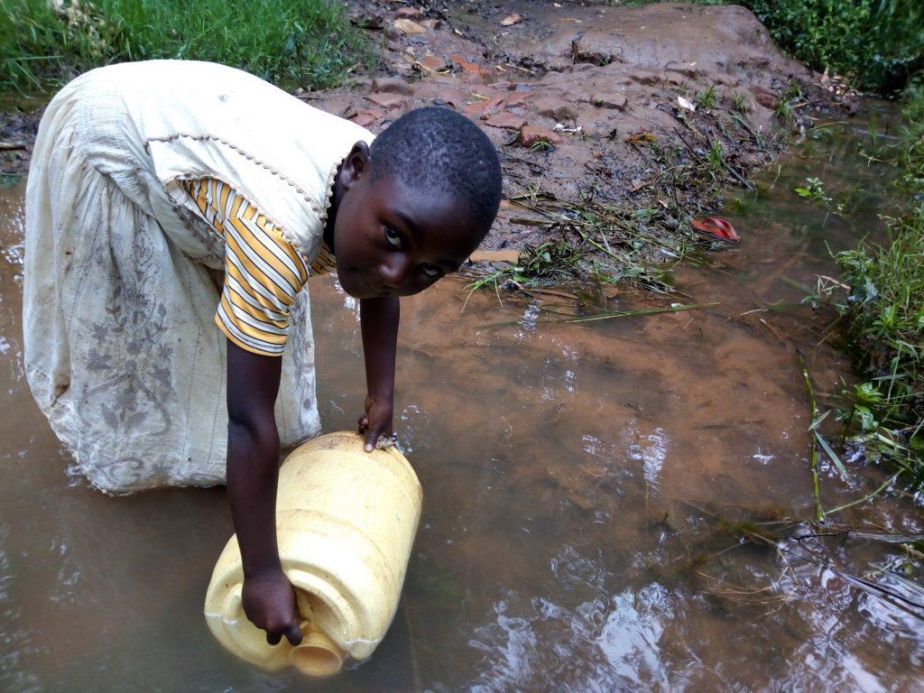 The Water Project : 4-kenya19162-vivian-fetching-water