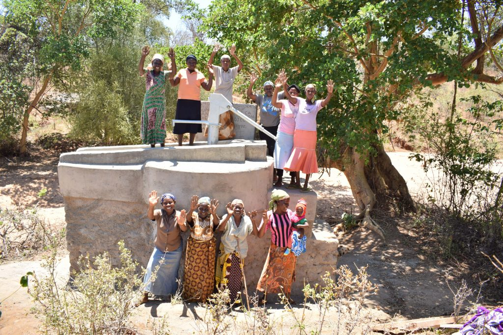 The Water Project : 6-kenya18211-happy-about-the-completed-well