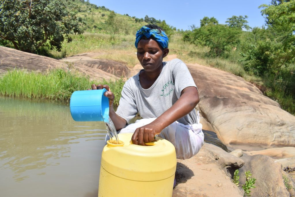 The Water Project : kenya19232-fetching-water