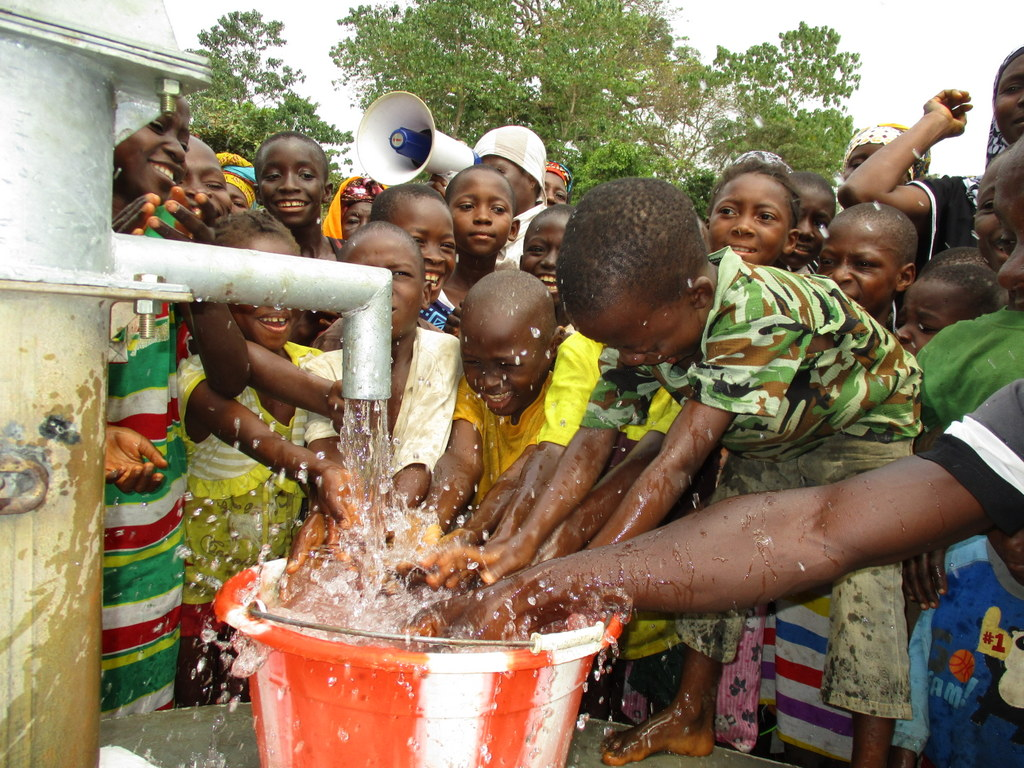 The Water Project : sierraleone19273-children-celebrating