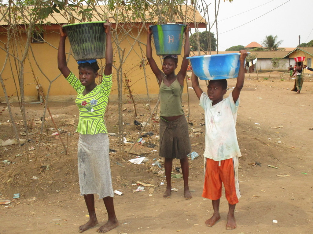 The Water Project : sierraleone19279-carrying-water