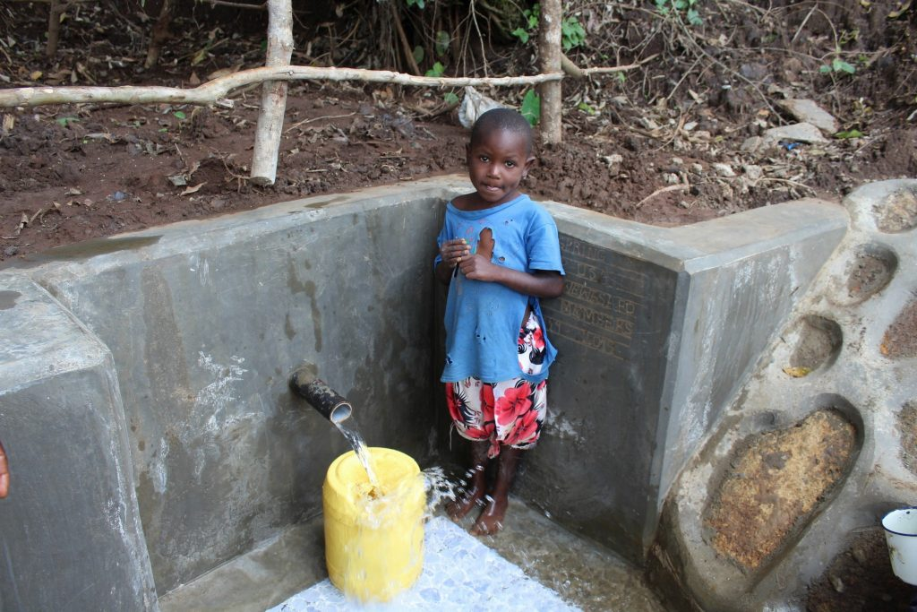 The Water Project : 33-kenya19119-flowing-water