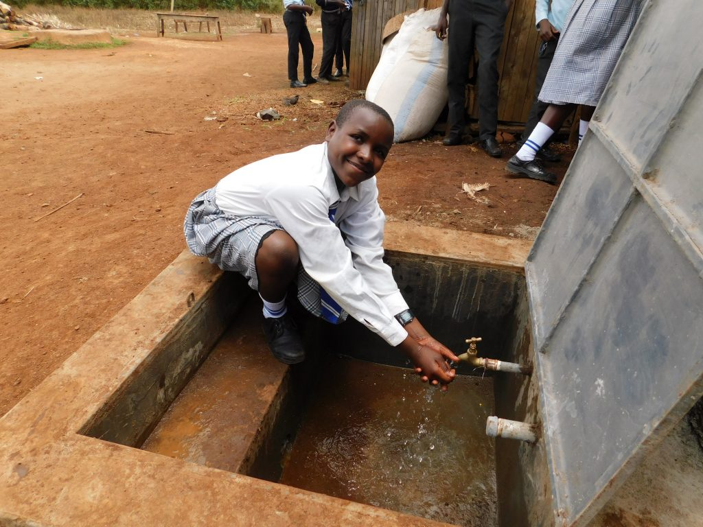 The Water Project : 33-kenya19016-flowing-water