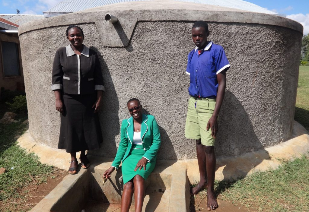 The Water Project : 2-kenya18032-flowing-water