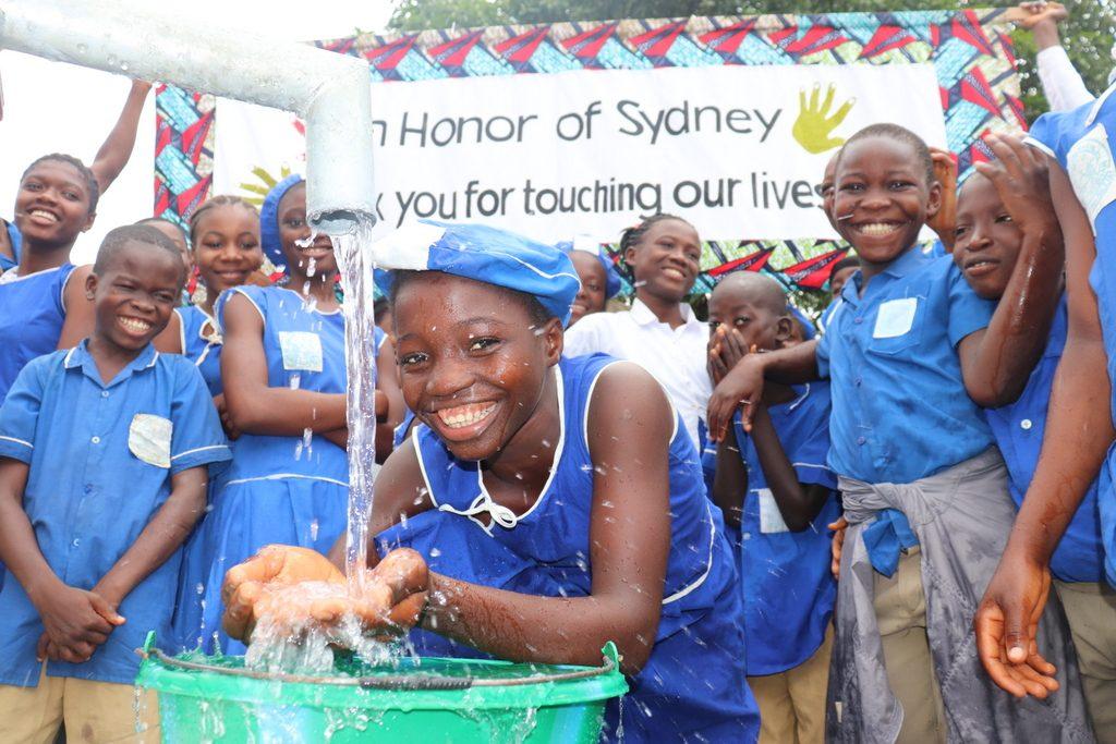 The Water Project : sierraleone19268-dedication-1