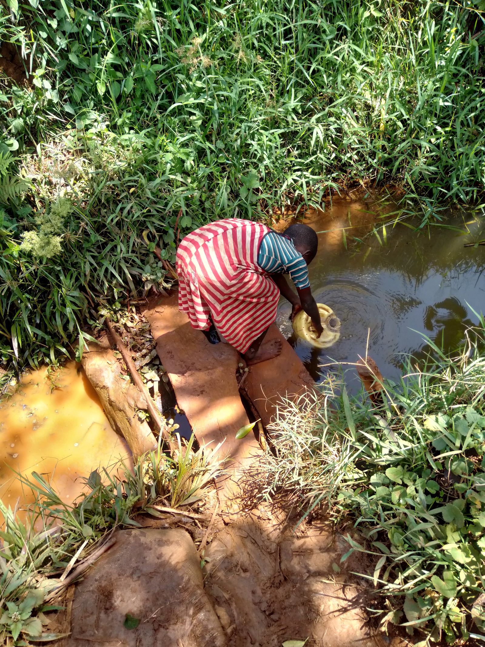 The Water Project : 1-kenya19180-fetching-water