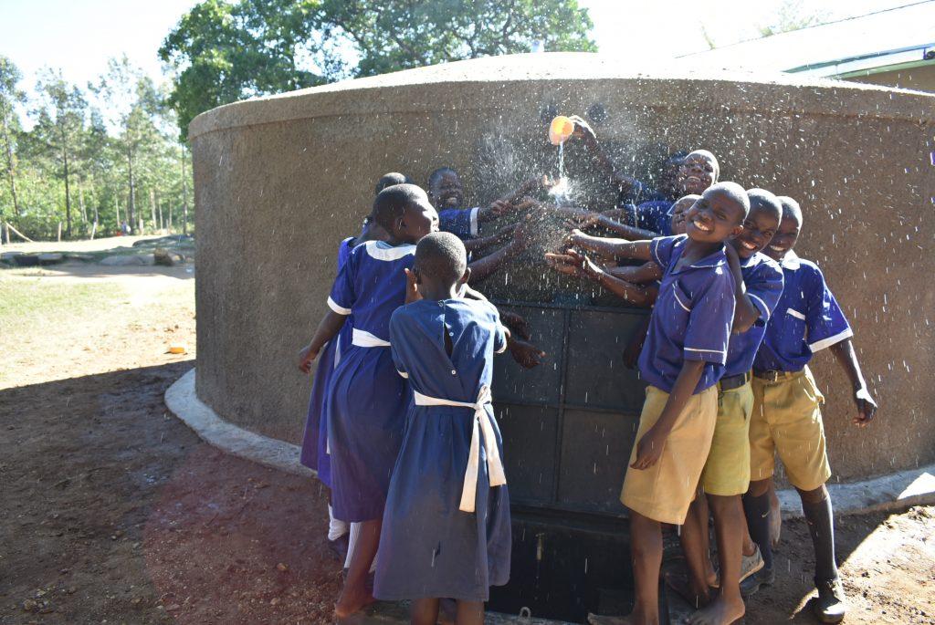 The Water Project : 24-kenya19171-splash
