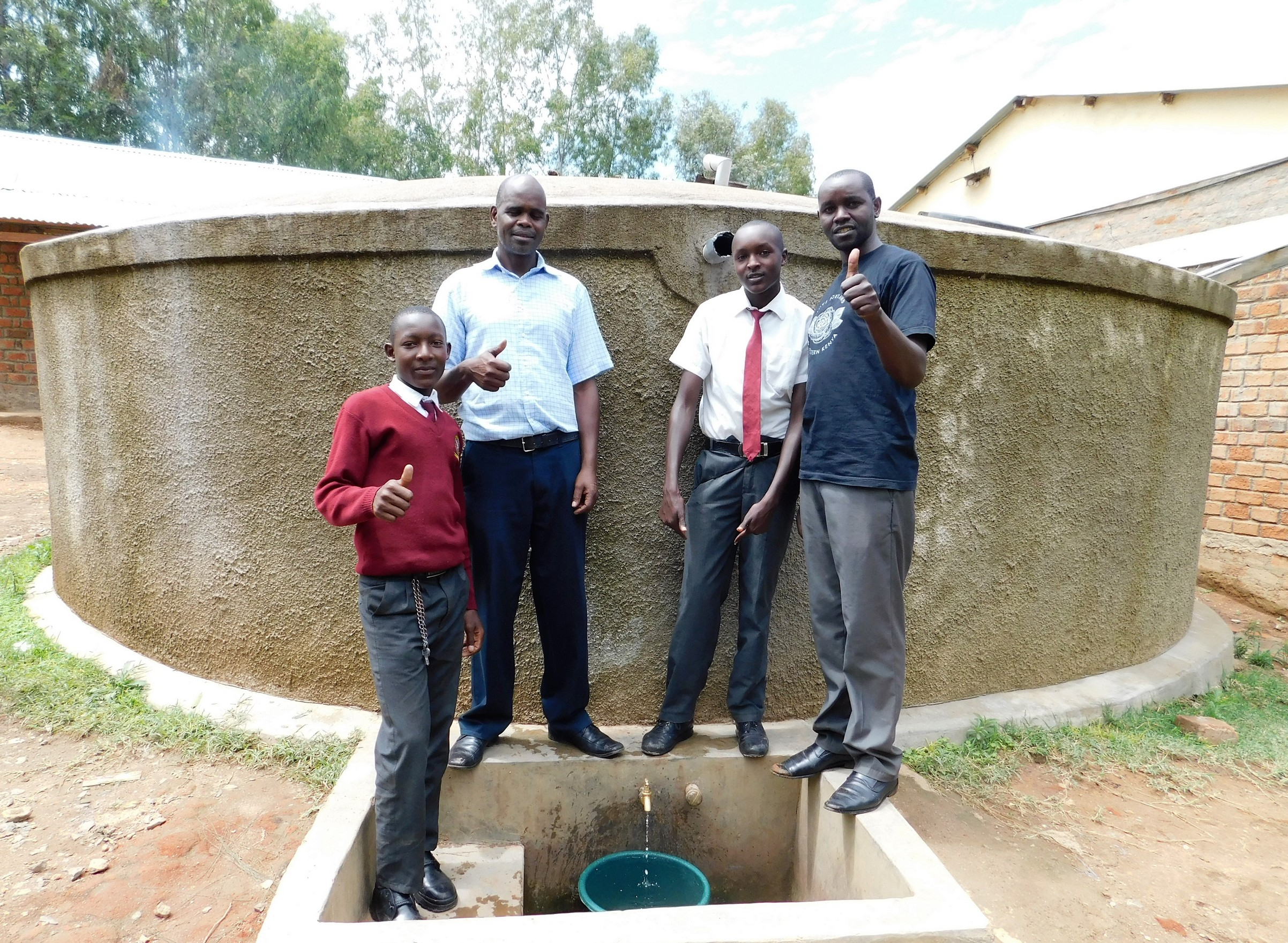 The Water Project : 1-kenya18002-flowing-water