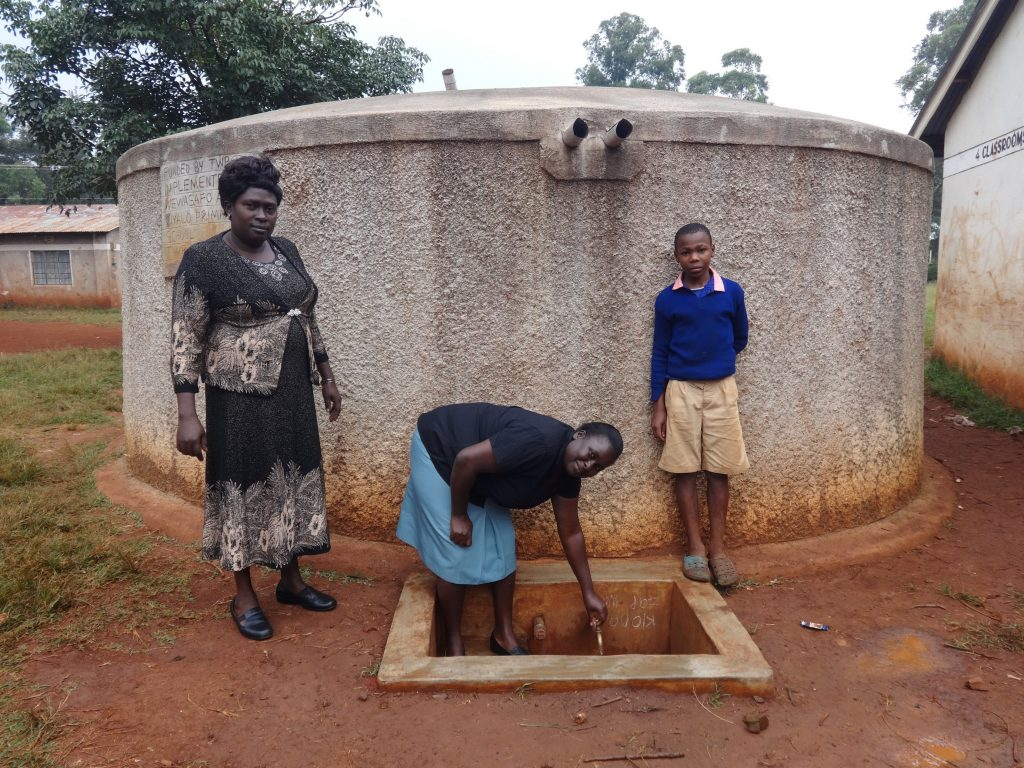 The Water Project : 3-kenya18004-flowing-water