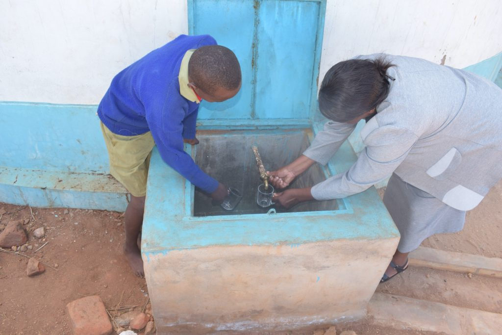 The Water Project : kenya18233-filling-up-cup-with-water