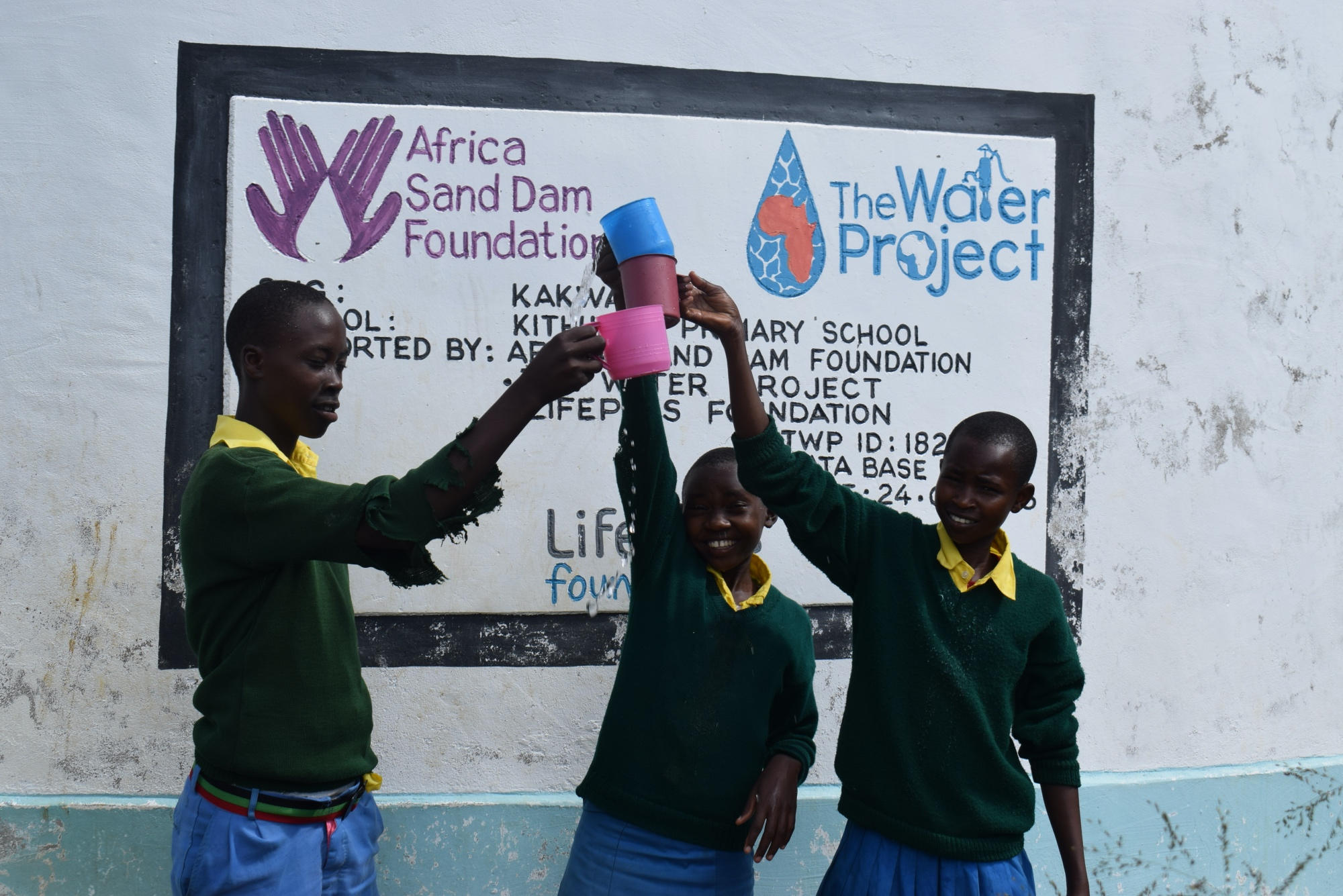 The Water Project : kenya18234-cheers