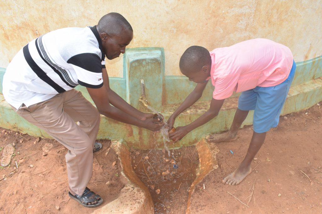 The Water Project : kenya18236-fetching-water