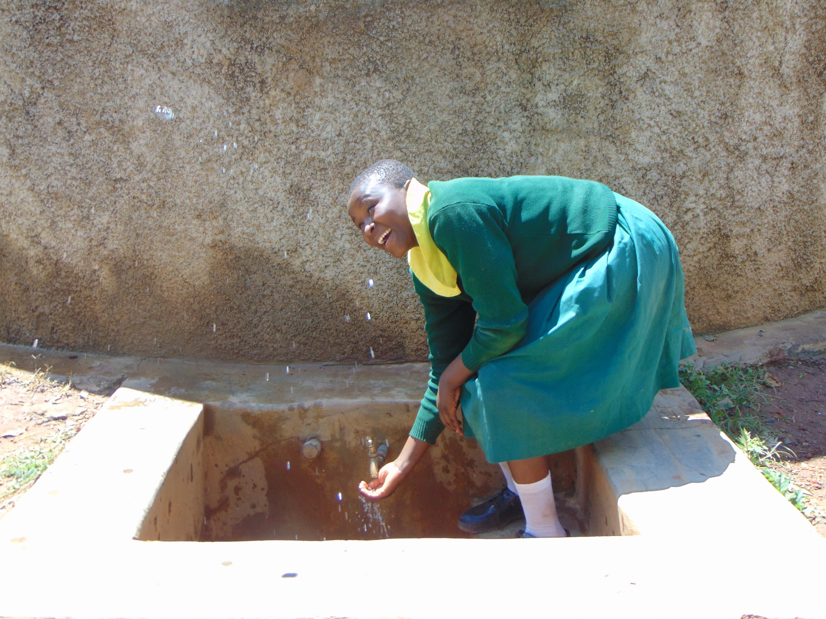The Water Project : 2-kenya18058-charity-makes-a-splash