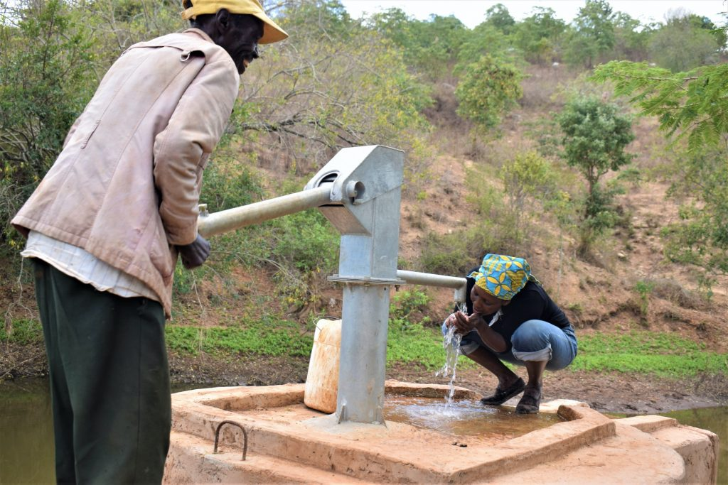 The Water Project : kenya18185-drinking-from-the-well-2