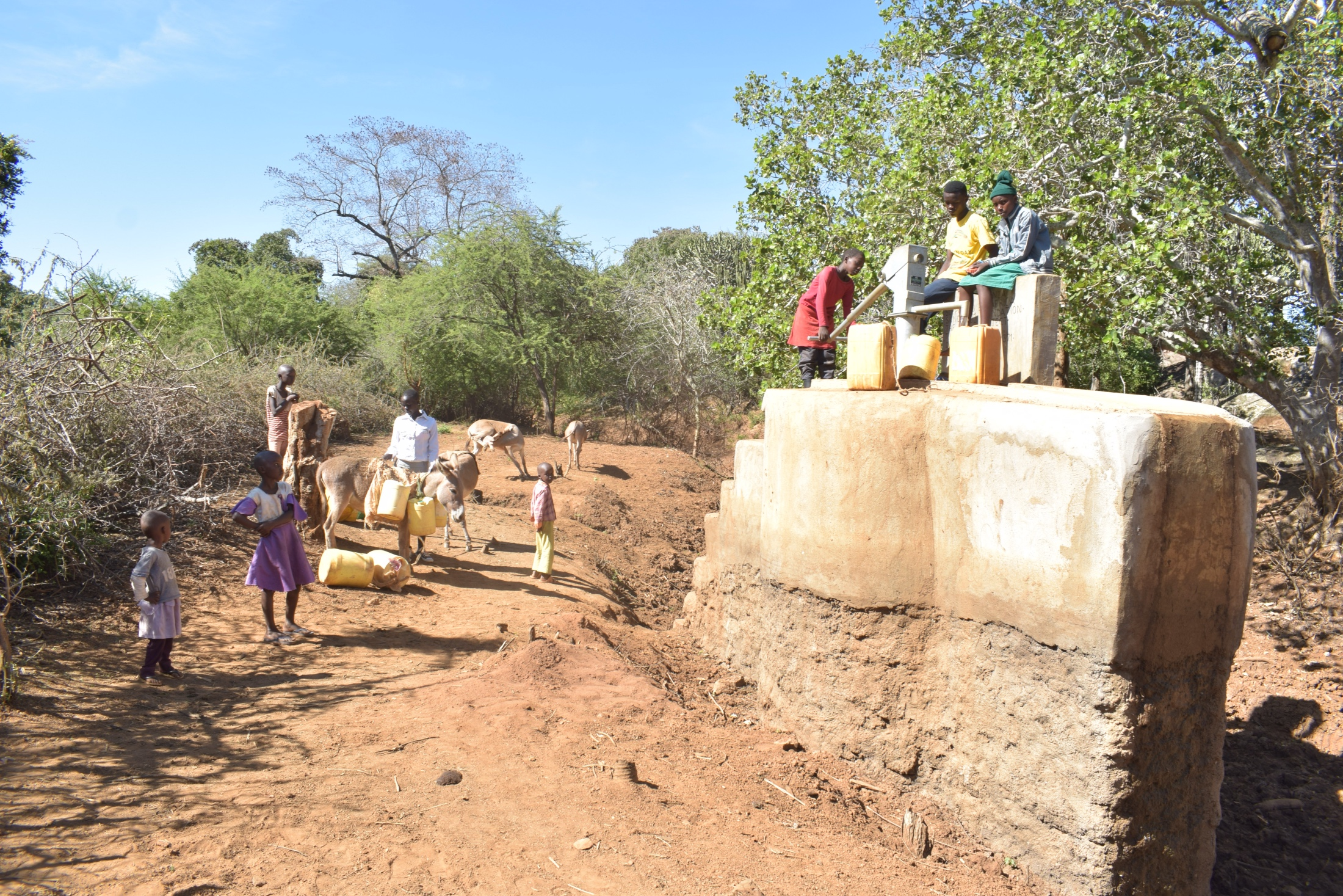 The Water Project : kenya18189-people-queue-at-the-well