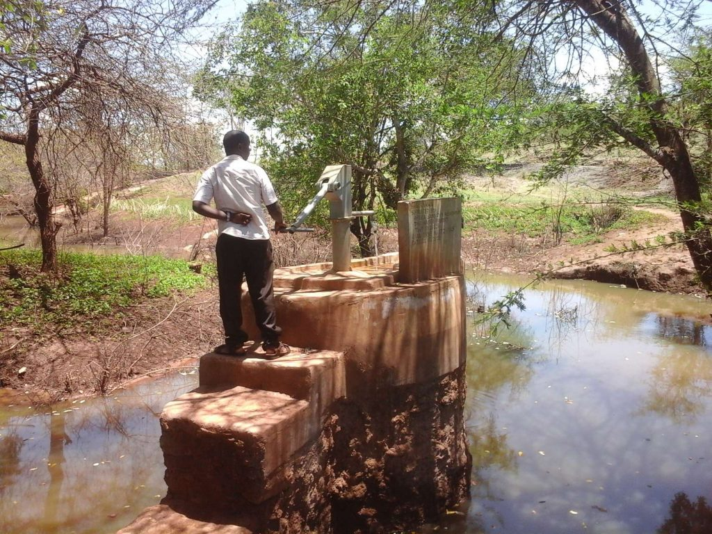 The Water Project : kenya18198-water-from-the-well
