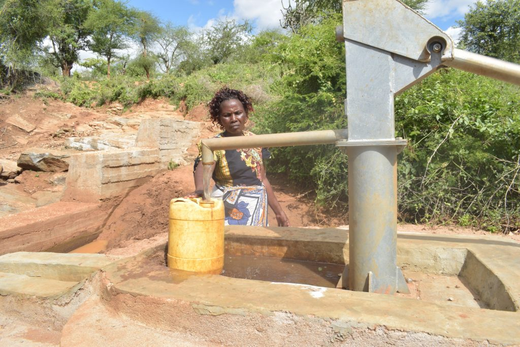The Water Project : kenya18278-fetching-water