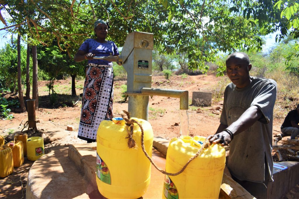 The Water Project : kenya18284-filling-up-containers-2