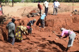 The Water Project:  Digging