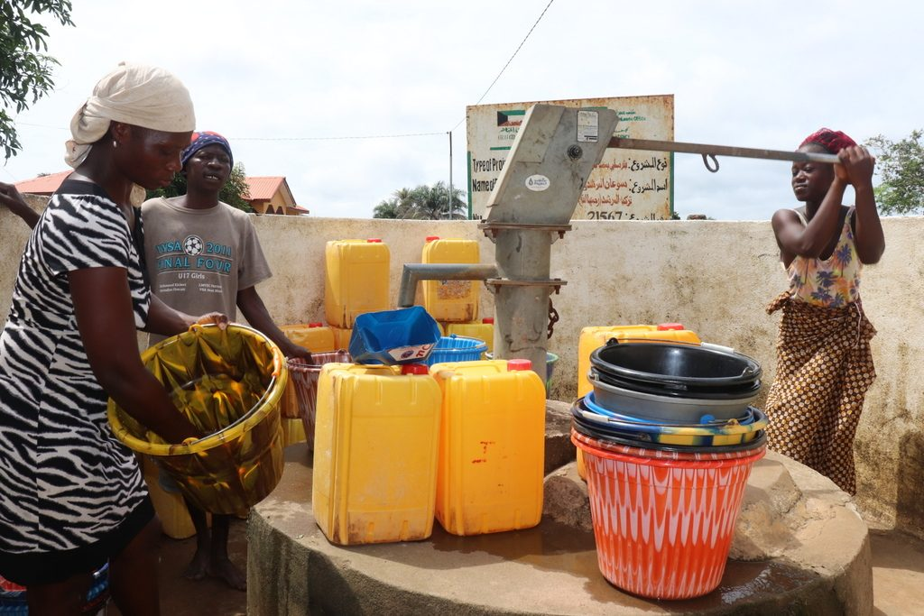 The Water Project : sierraleone18277-community-members-using-water-source