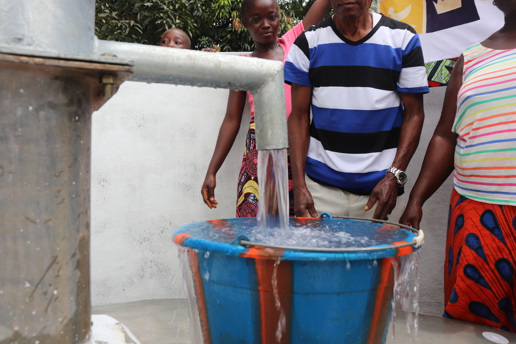 The Water Project : sierraleone19277-clean-water-flowing