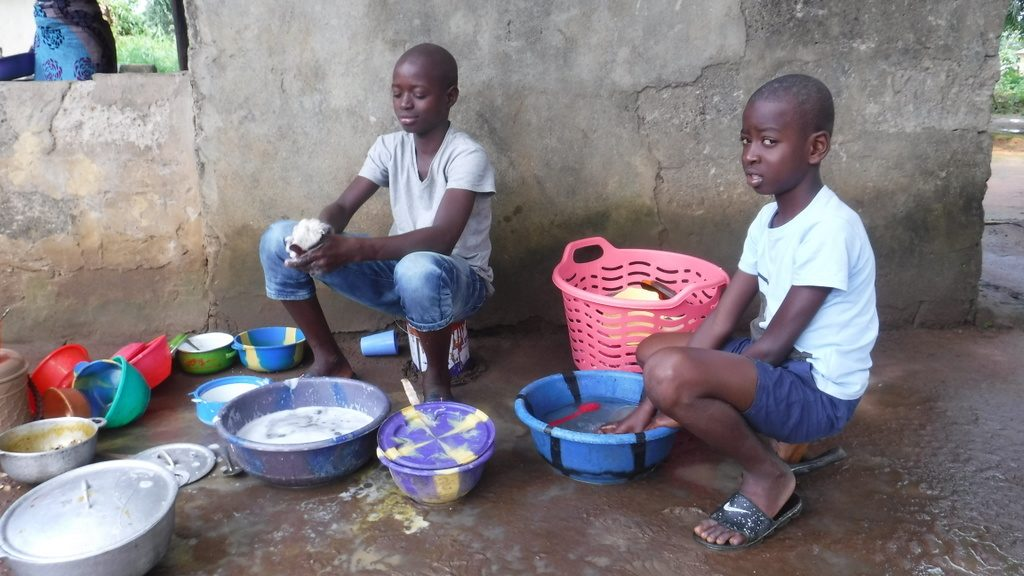 The Water Project : sierraleone19286-kids-cleaning-up-dishes