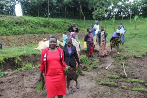 The Water Project:  Trainer Betty Carrying Grass To Be Planted
