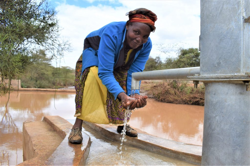 The Water Project : kenya19227-water-at-the-well