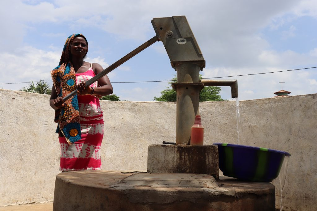 The Water Project : sierraleone18264-collecting-water-a-year-later