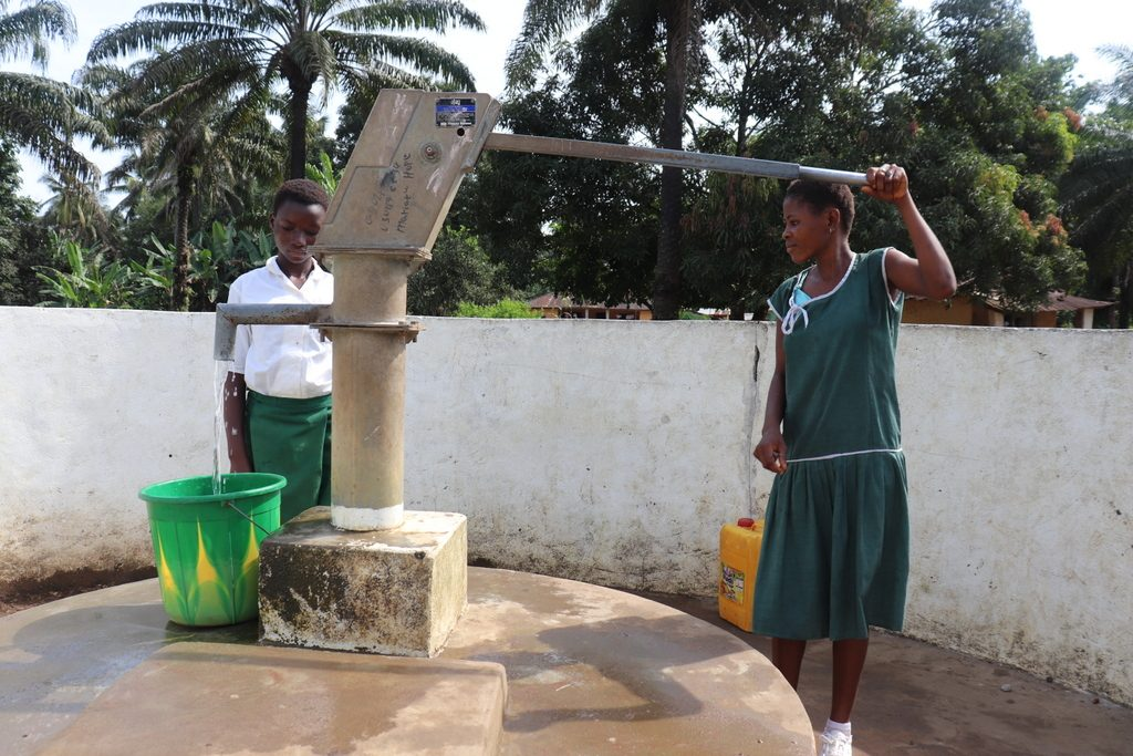 The Water Project : sierraleone18271-pupils-using-water-source