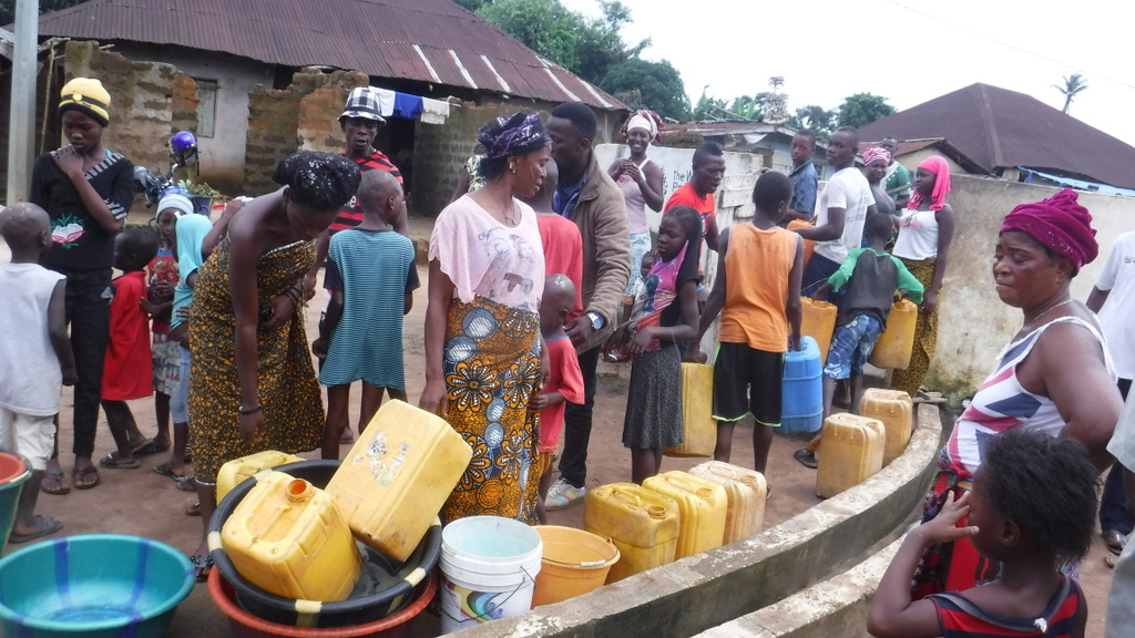 The Water Project : sierraleone18279-community-members-using-water-source