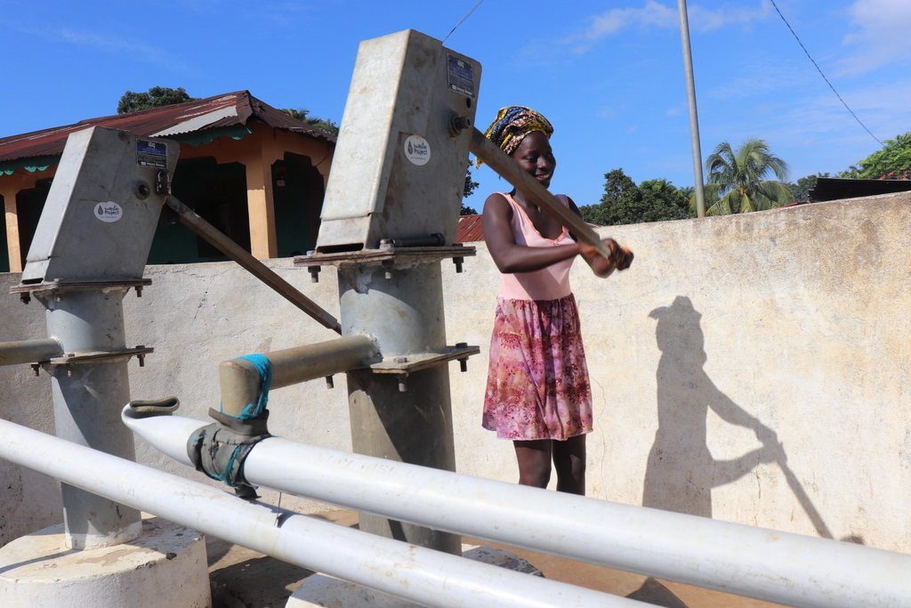 The Water Project : sierraleone18283-community-member-using-water-source