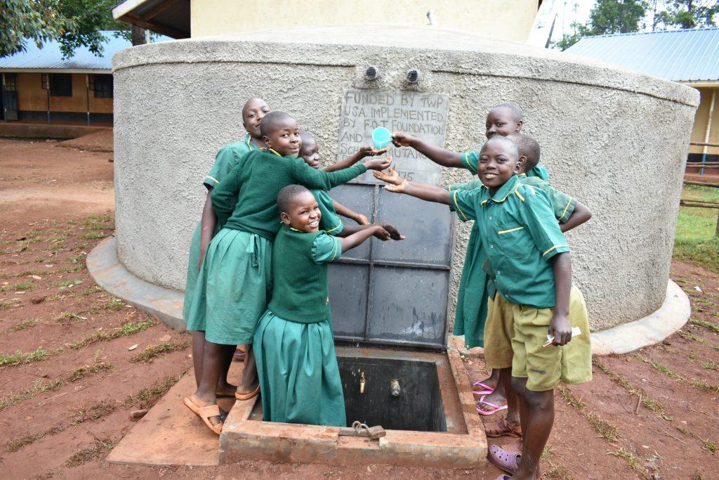 The Water Project : 41-kenya19175-splash