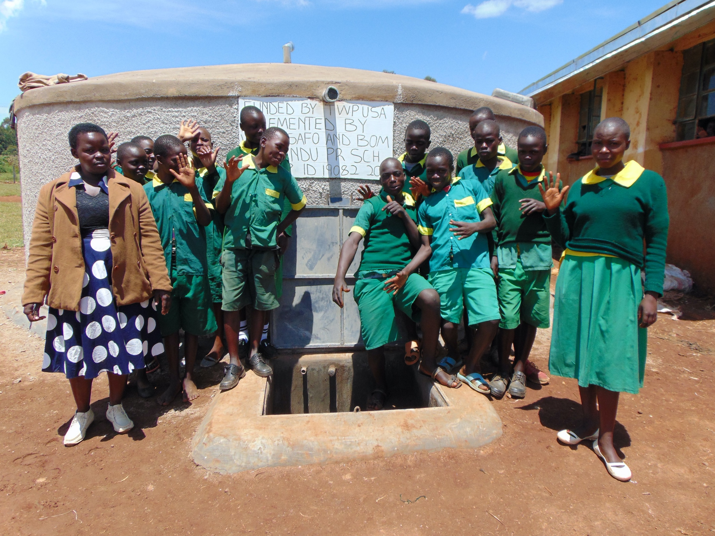 The Water Project : kenya19082-students-at-the-tank