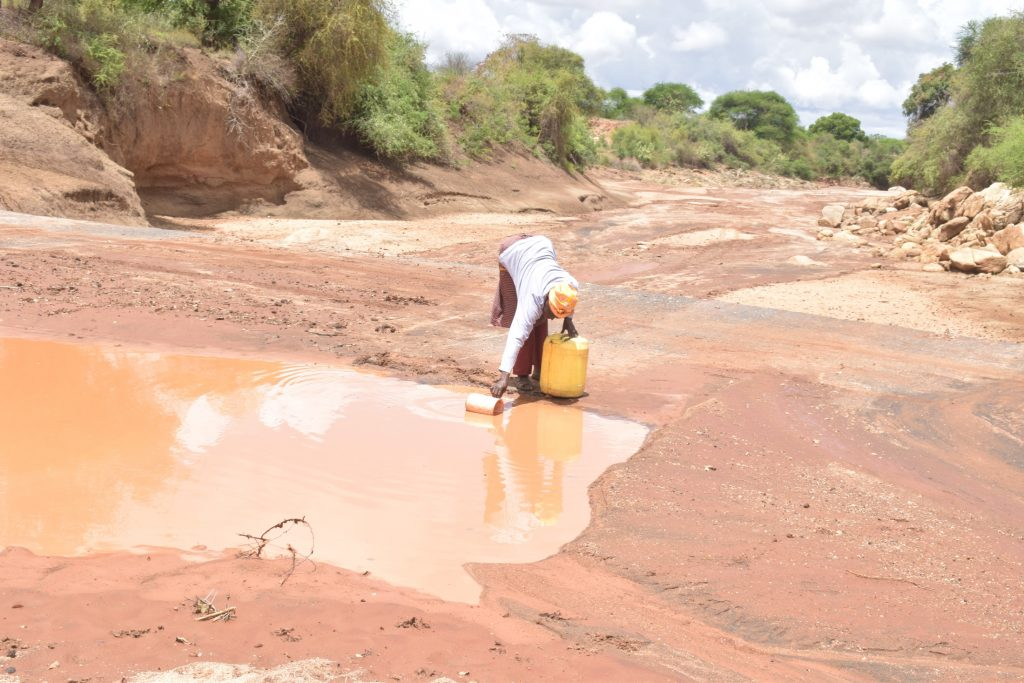The Water Project : kenya20300-20301-fetching-water
