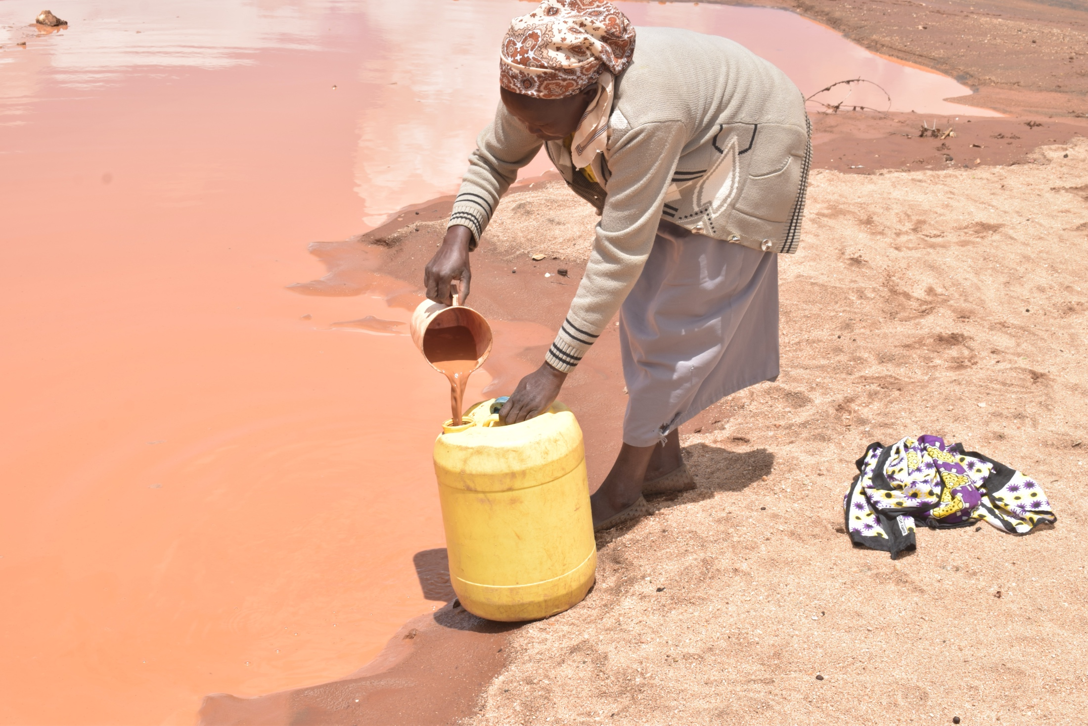 The Water Project : kenya20302-20303-filling-container-with-water