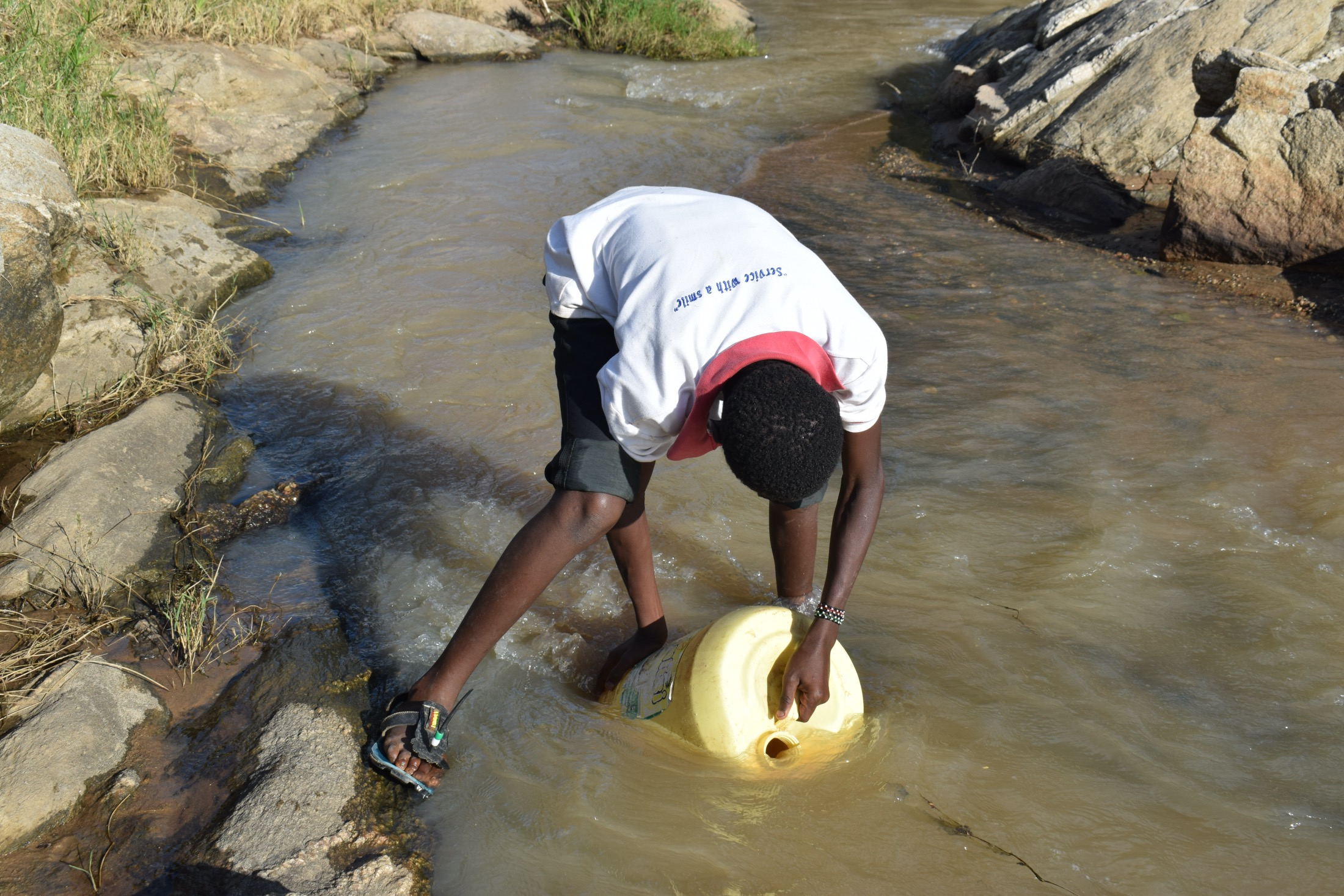 The Water Project : kenya20322-20323-fetching-water