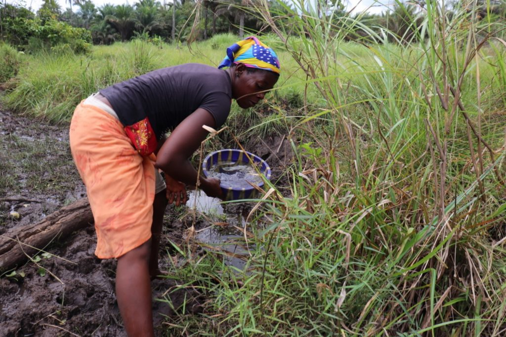 The Water Project : sierraleone20413-fetching-water-2