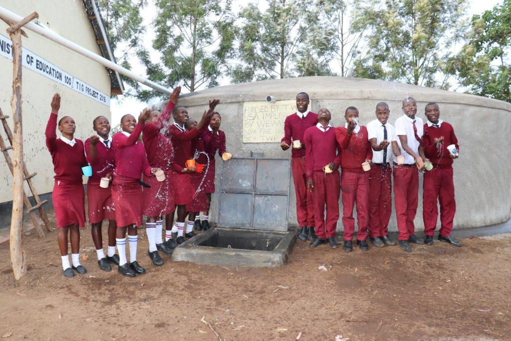 The Water Project : 37-kenya20106-splash-3
