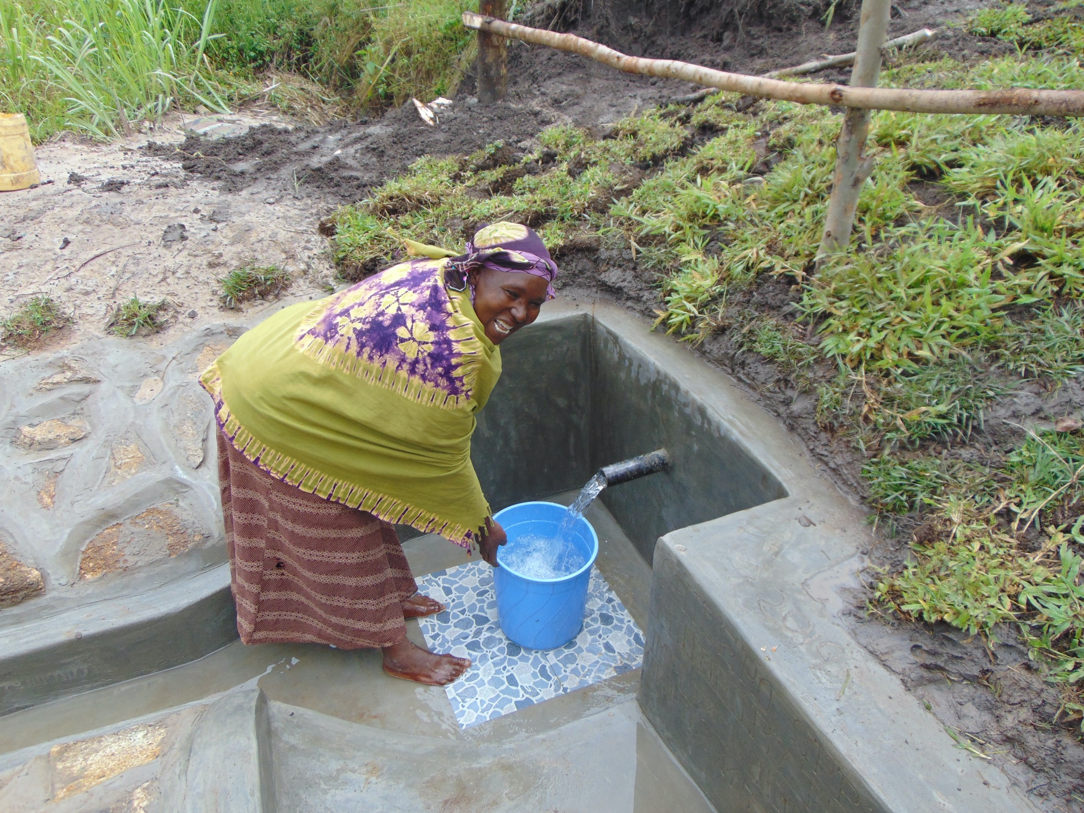 The Water Project : 41-kenya19145-easy-fetching-water-now