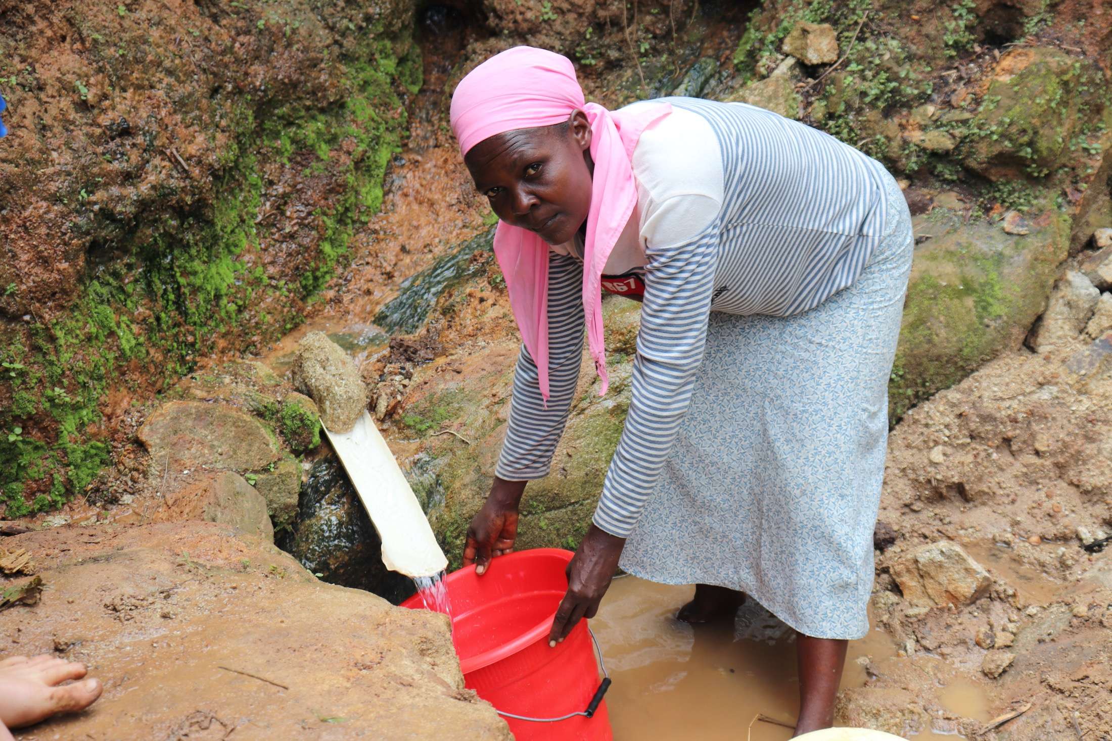 The Water Project : 25-kenya20163-collecting-water-3