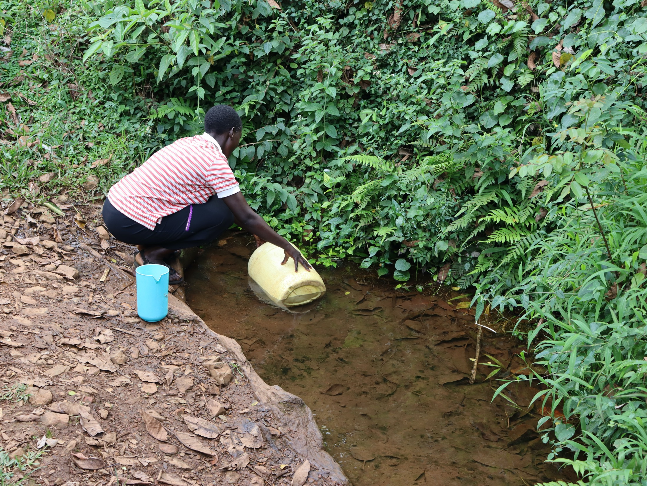 The Water Project : 28-kenya20167-nillah-imbusi-collects-water-2