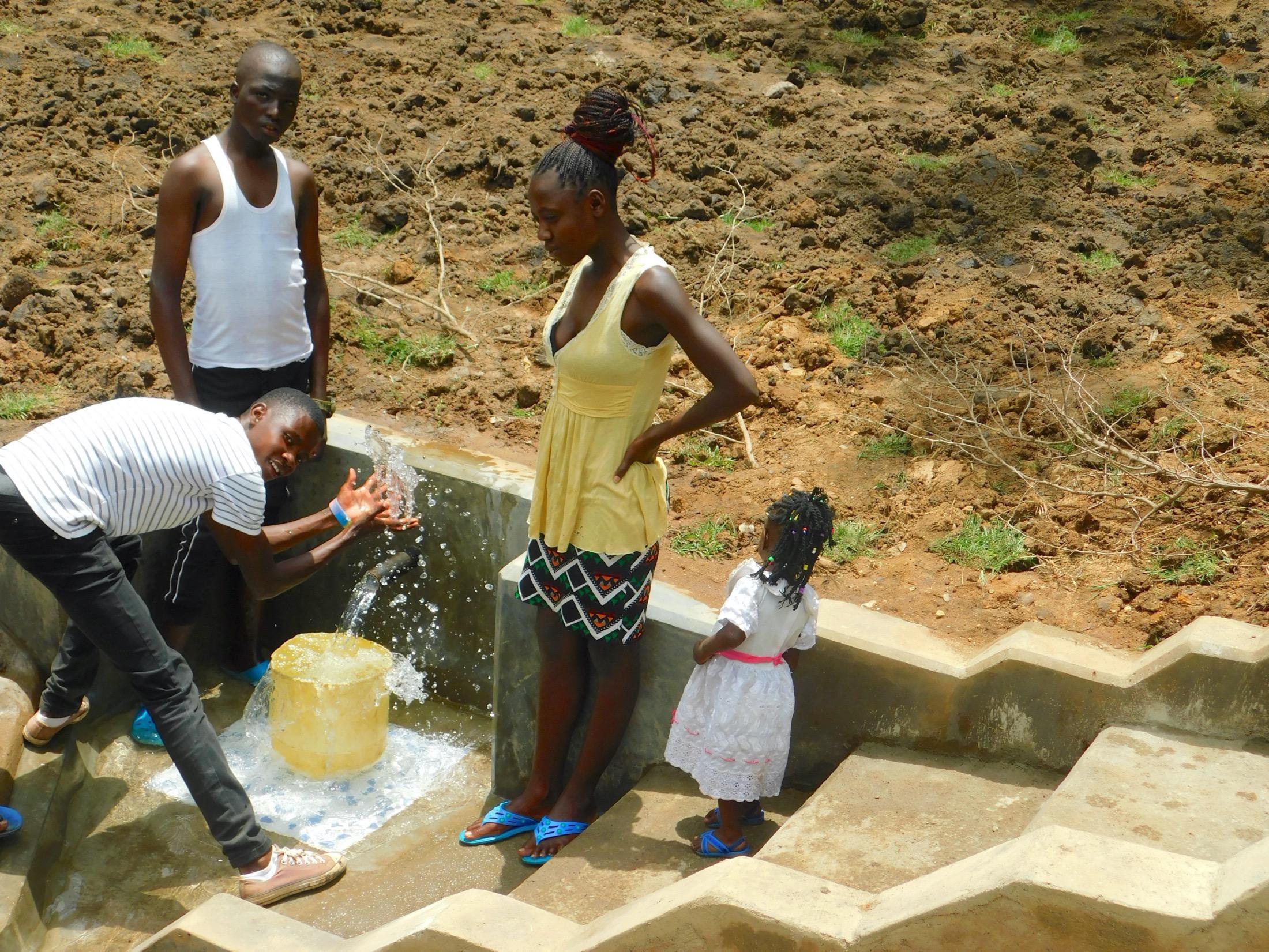 The Water Project : 55-kenya19160-splash