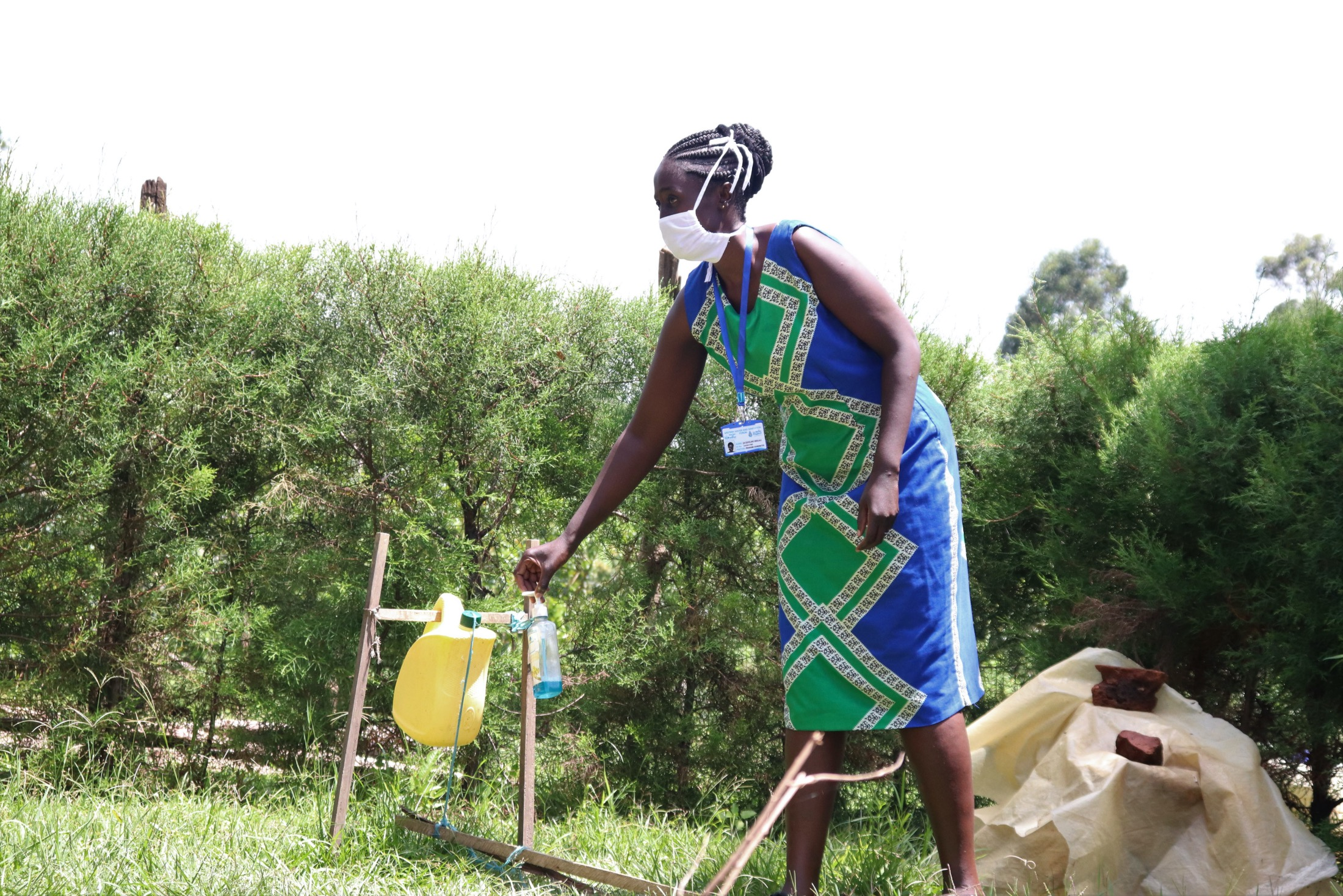 The Water Project : covid19-kenya18135-an-installed-handwashing-station
