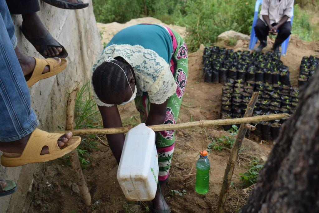 The Water Project : covid19-kenya19203-handwashing