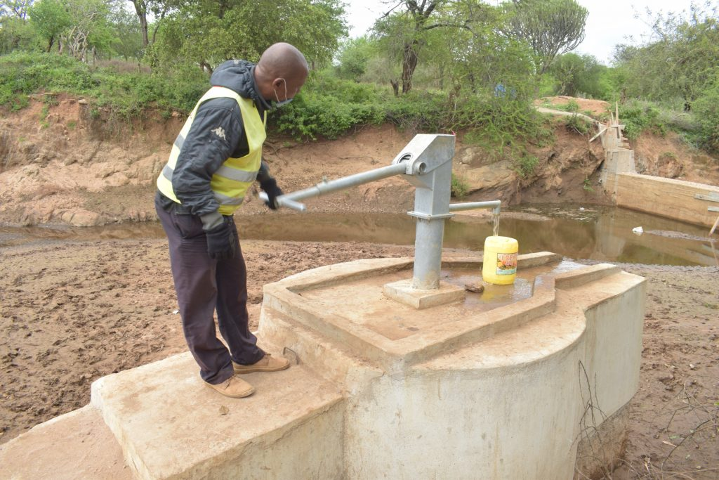 The Water Project : kenya20307-pumping-the-well