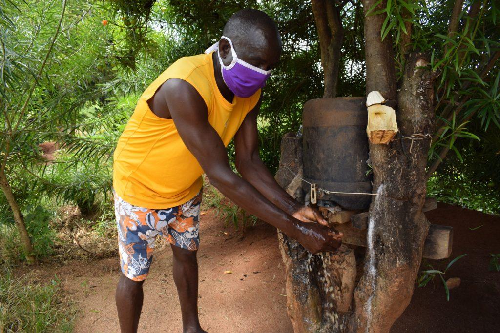 The Water Project : covid19-kenya18192-handwashing