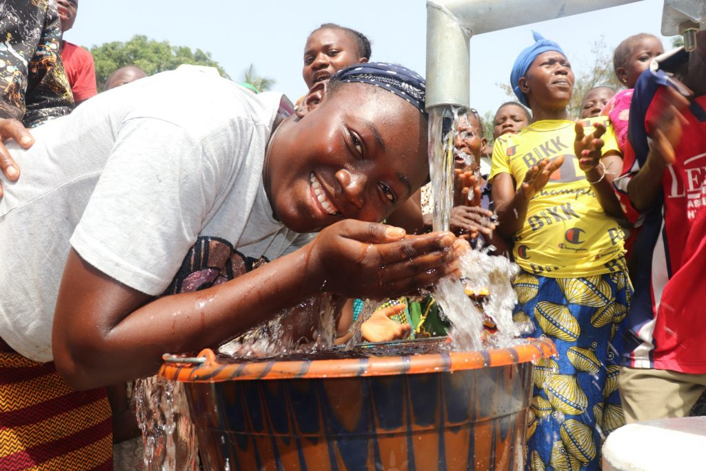 The Water Project : sierraleone20402-young-girl-drinks-from-the-well