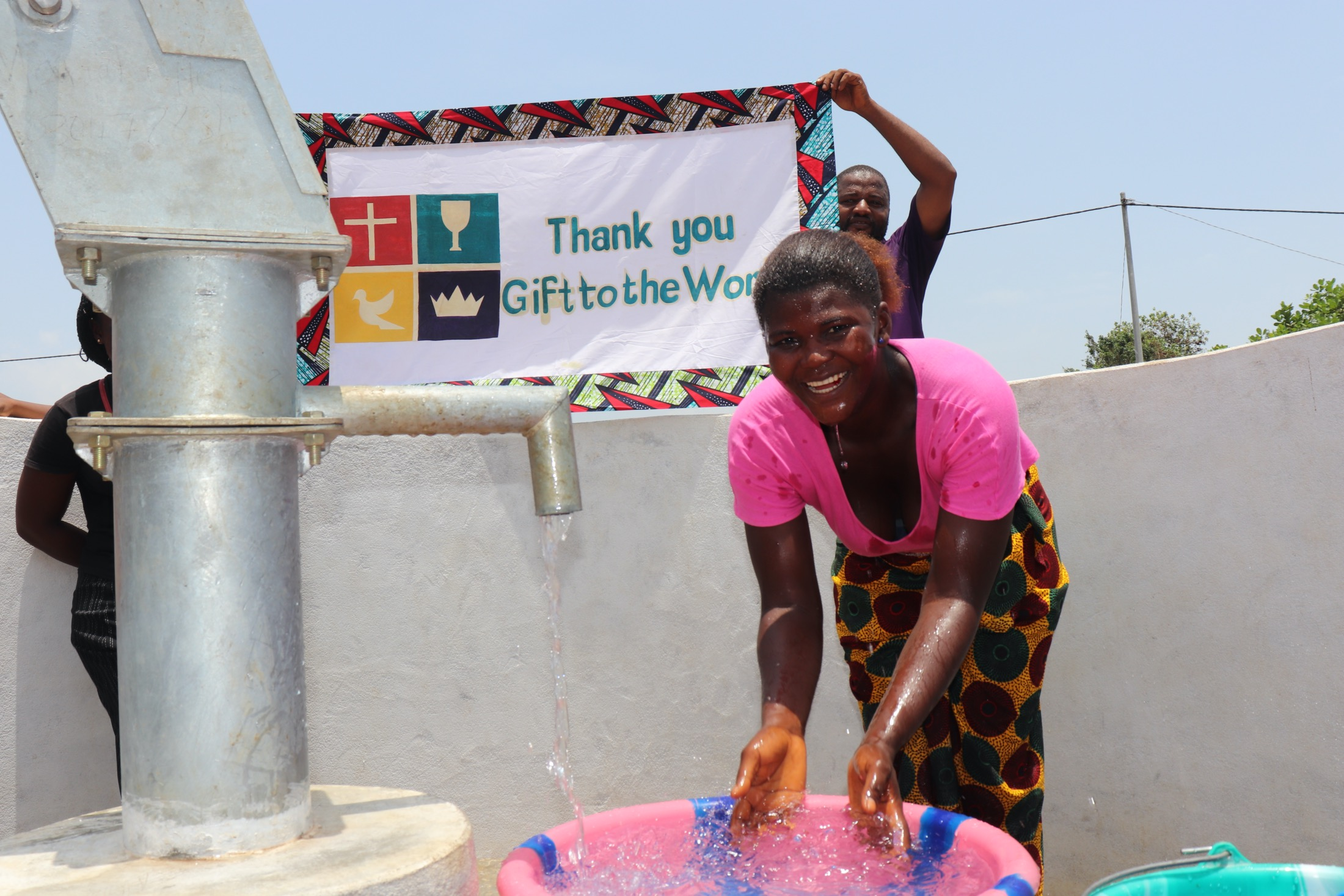 The Water Project : sierraleone20407-splashing-water-with-banner